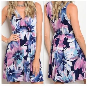 Dresses & Skirts - Stunning Floral Print Sleeveless Dress